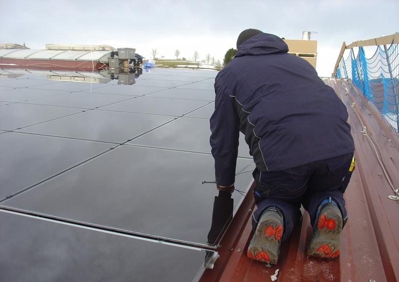 """Klimaschutz selbstgemacht: """"Naturstrom"""" veröffentlicht Leitfaden """"Gemeinsame Sache: Solar aufs Dach"""""""