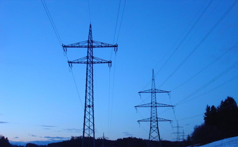 Stromautark mit Speicher: Warum  hohe Lade- und Entladeleistung für Energie-Unabhängigkeit entscheidend sind!